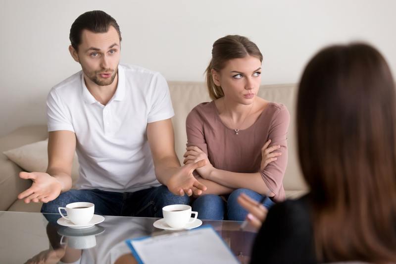 روابط اجتماعی موضوع مهمی است که در مشاوره پیش از ازدواج مورد بررسی قرار می گیرد